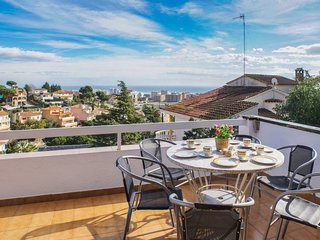 Villa Elena, vue sûr la mer,piscine, calme, 1000m ligne aerienne de la plâge - Santa Susana vacation rentals