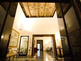 APPARTAMENTO SUITE PALAZZO REALE - Naples vacation rentals