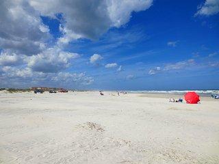 BEST BEACH LOCATION OCEAN VILLAGE CLUB J32  - 2 POOLS, TENNIS, BBQ, WIFI - Saint Augustine Beach vacation rentals