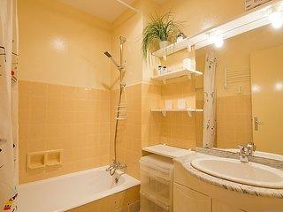 Apartment 360 m from the center of Le Lavandou with Parking, Terrace, Washing - Le Lavandou vacation rentals