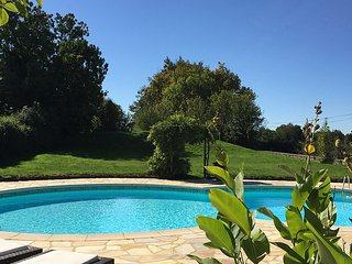 Sakura Holiday Home nr. Saint Maixent L'ecole - Saint-Maixent-l'Ecole vacation rentals