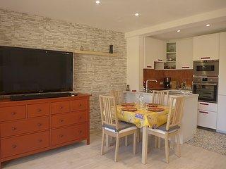 Apartment in the center of Le Lavandou with Air conditioning, Lift, Parking - Le Lavandou vacation rentals