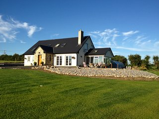 Relax at Berdie House Bed & Breakfast or (Bed only) - Ballina vacation rentals