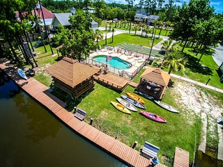 The Casual. Tons of Amenities! Pool, Kayak, Fish, BBQ and Much More! - Pass Christian vacation rentals