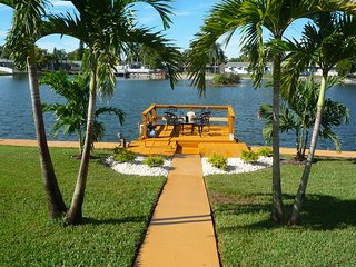 Majestic 2BR 2BA Holiday Waterfront Property W/ High Speed Internet,Private Dock - Holiday vacation rentals