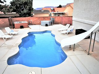 5 BD 3 Bath House with Private Pool & Two Hot Tubs, 20 min to Zion National Park - La Verkin vacation rentals