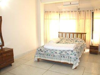 B5W1R2, Lovely and cleaned room - Dhaka City vacation rentals