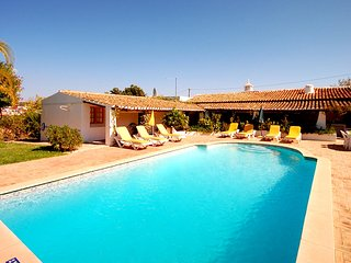 Villa ALICE, Traditional villa w/ pool, garden, AC, WiFi, close to amenities - Guia vacation rentals