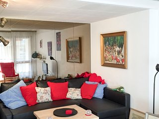 Cozy Apartment with Internet Access and Satellite Or Cable TV - Marseille vacation rentals