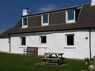 Gesto Cottage, a lovely family holiday home in the village of Stein, Waternish - Waternish vacation rentals
