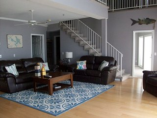 """The Largest Penthouse on the Pt* 6 Bed/4 BA Sleeps 14* Great for Large Groups! - Osage Beach vacation rentals"
