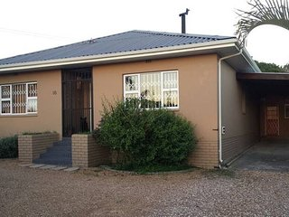 Oakdale cozy open plan flatlet - Bellville vacation rentals