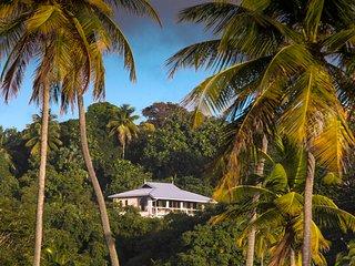 Bright 4 bedroom Villa in Mount Irvine - Mount Irvine vacation rentals