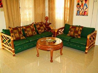 Tropical Getaway, Covered backyard, BBQ, 3BR, Sleeps 8 10ms from Ocho Rios - Ocho Rios vacation rentals