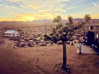 Majestic 80 acre off-grid retreat in Pioneertown + a private joshua tree forest - Pioneertown vacation rentals