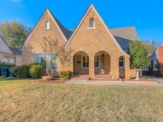 Historic Crestwood Home All yours! - Oklahoma City vacation rentals
