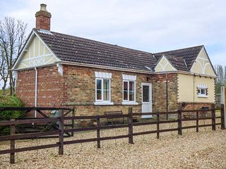ANVIL COTTAGE, character features, enclosed garden, good walking, near Louth - Louth vacation rentals