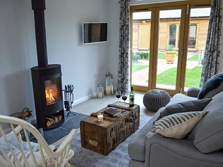 RABBITS WARREN, ground floor, open plan, woodburner, near Titchfield, Ref 951718 - Titchfield vacation rentals