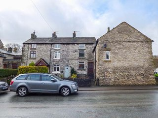 12 BUXTON ROAD, cosy cottage, pet-friendly, WiFi, in Tideswell, Ref 952123 - Tideswell vacation rentals