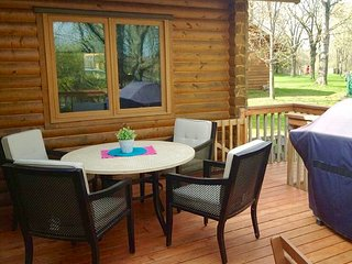 Amazing Lakeside Cabin, Large yard, decks and sunroom, free paddleboat - Richmond vacation rentals