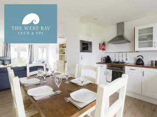 THREE BEDROOM COTTAGE AT THE WEST BAY CLUB & SPA, superb on-site facilities, in Yarmouth, Ref 943922 - Yarmouth vacation rentals