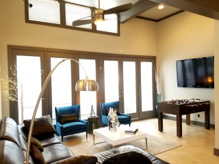 Dallas Uptown Party House! Jacuzzi for 10! Sleeps 18! - Dallas vacation rentals