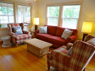 Downtown Spacious Retreat, 3 Bedroom - Mount Shasta vacation rentals