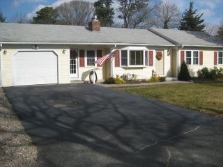 Comfortable 3 bedroom House in South Dennis with Deck - South Dennis vacation rentals