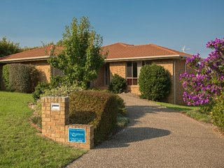 Beautiful 3 bedroom House in Merimbula with Television - Merimbula vacation rentals