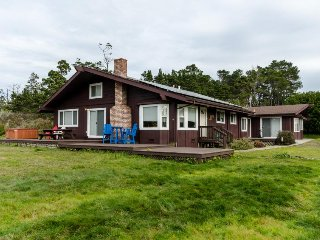 Secluded  home w/ loft, private hot tub, and oceanview - close to the beach - Fort Bragg vacation rentals