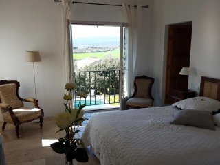 room Isabelle, Les Terrasses Gordes, BnB, WiFi, heated pool, a.c. - Gordes vacation rentals