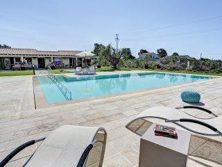 Bright 4 bedroom Villa in Borgo Carige - Borgo Carige vacation rentals