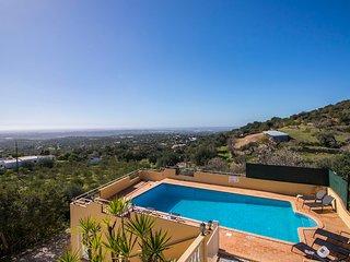 Villa Florencio - Non-overlooked 4 Bedroom Villa with Magnificent Views - Estoi vacation rentals