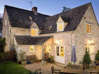 Barnsley Cottage is a large and stylish grade II listed Cotswold stone property - Barnsley vacation rentals