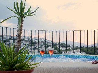 Luxury Villa With Heated Pool/Jacuzzi and Magnificent Views, for up to 8 guests - Pego vacation rentals