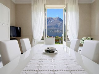SOGNO - Deluxe Apartment with Lake view and Balcony - Bellagio vacation rentals