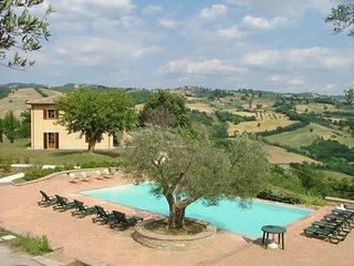 """Agriturismo Castagna Alta - Valfabbrica - Three rooms apartment """"Medlar"""" - Valfabbrica vacation rentals"""