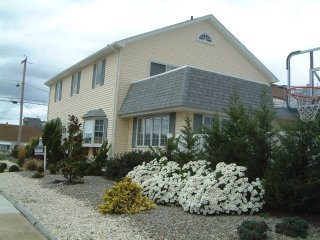 Pt Pleasant Beautiful Beach House w/Pool-7 Bedrooms,3 full Baths, New Kitchen - Point Pleasant Beach vacation rentals