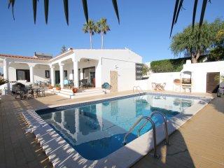 Fantastic 3 bedroom villa with pool, sea views FREE air con and wi fi - Albufeira vacation rentals
