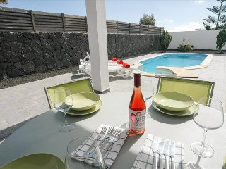 Cozy Villa with Water Views and Satellite Or Cable TV in Costa Teguise - Costa Teguise vacation rentals