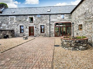 STABLE LODGE, barn conversion, peaceful location, woodburner, parking, in Creetown, Ref 945989 - Creetown vacation rentals