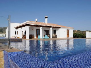 Large rural hilltop villa with infinity pool - Bedar vacation rentals