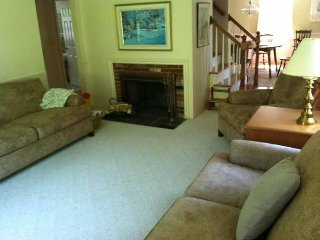 Comfortable 4 Bedroom in South Yarmouth! - South Yarmouth vacation rentals