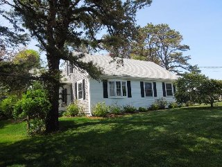 Charming Two-Bedroom Cottage in East Orleans - East Orleans vacation rentals