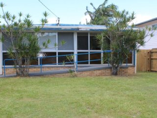 Golden Beach House - 16 Churchill Street Golden Beach QLD - Golden Beach vacation rentals