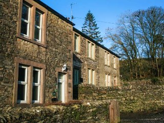 WEASELS COTTAGE, woodburner, countryside views, ideal walking area, in - Horton-in-ribblesdale vacation rentals