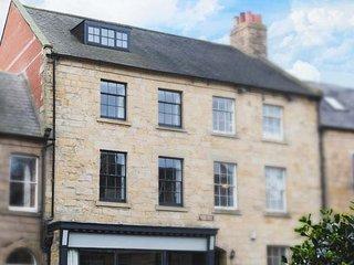 THE OLD NEWSAGENT'S, over four floors, ground floor bedroom, pretty garden, Alnwick, Ref 946099 - Alnwick vacation rentals