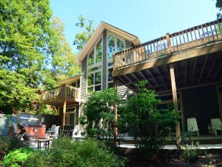 Warm, welcoming and wonderful, Sunkissed Cove offers the ideal hideaway for rest and relaxation. This secluded wonderland is one of the lake's best kept secrets. - McHenry vacation rentals