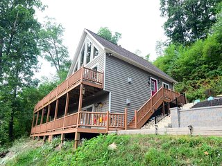 Mountain Perch will leave you torn: spend your hours outside with the stunning views or inside with the fun amenities and endless comforts? Good luck deciding! - McHenry vacation rentals