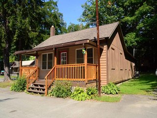 Perfect for a romantic getaway or intimate family gathering, Swallow Falls Inn Cabin 4, alongside the popular Swallow Falls State Park, is your home away from home. - Oakland vacation rentals